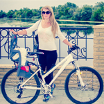 украинка на велосипеде